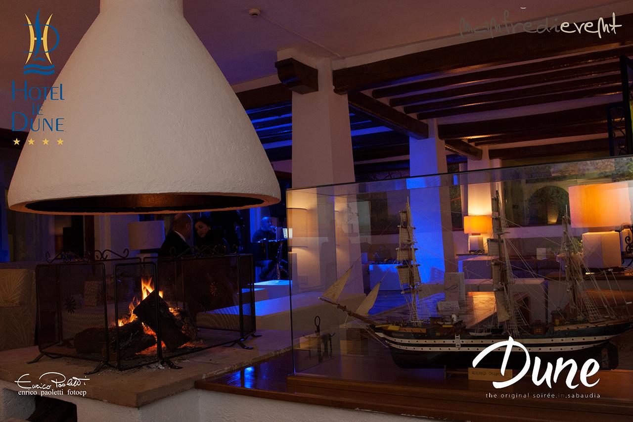 hotel Le Dune di Sabaudia - Il grande salone con camino